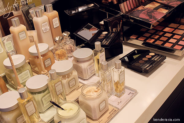 Laura Mercier – Makeover at the counter